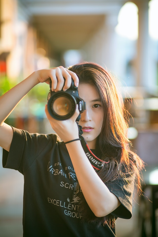 Girls with a DSLR Camera